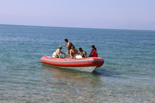 Van Gölünde batan teknedeki cesetlerin çıkarılması çalışmaları yeniden başladı
