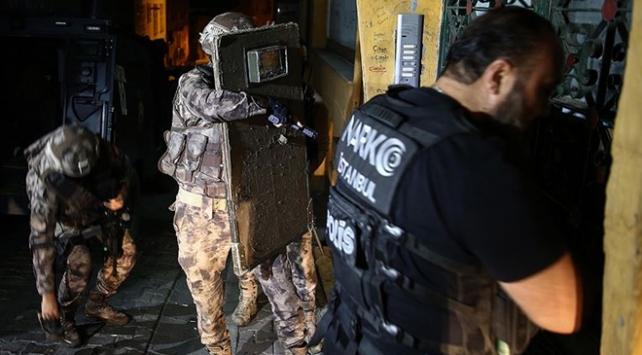 İstanbulda uyuşturucu tacirlerine operasyon