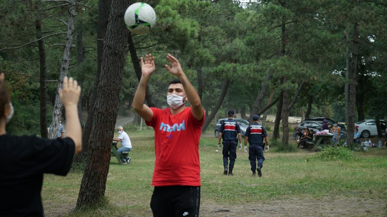 İstanbul'da Jandarma ekipleri, piknik alanlarında denetim yaptı