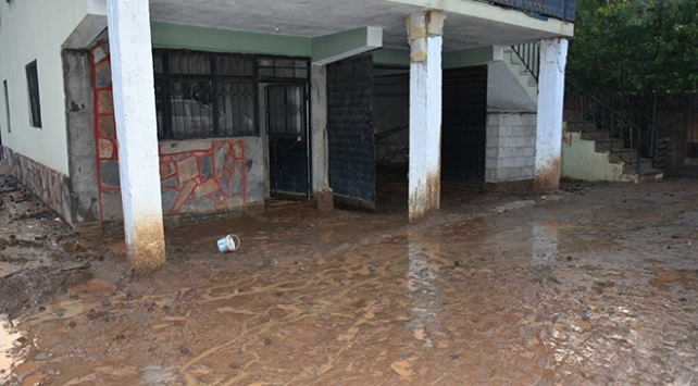 Adanada sağanak sele dönüştü