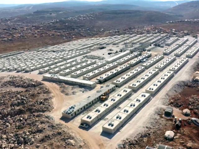 Türkiyenin briket evleri İdliblilere umut kapıları açıyor
