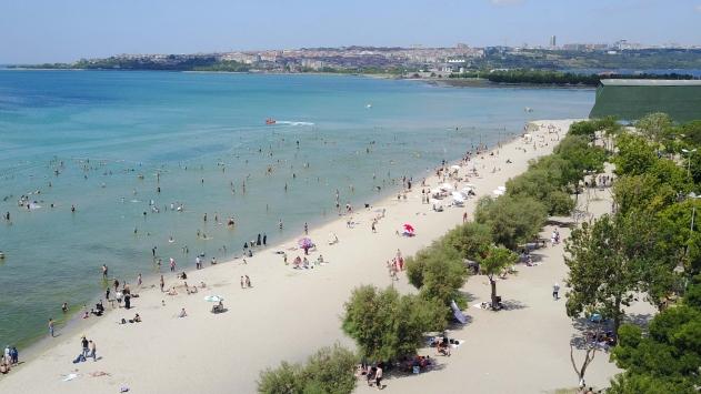 Menekşe Plajında hafta sonu yoğunluğu