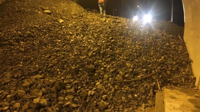 Artvin-Erzurum yolu heyelan nedeniyle ulaşıma kapandı