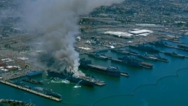 San Diego'da askeri gemide yangın