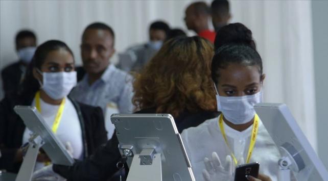 Güney Afrika Cumhuriyetinde COVID-19 önlemleri 1 ay uzatıldı