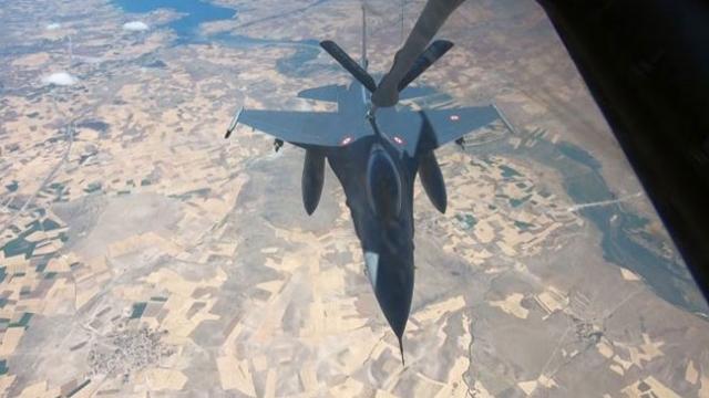 TSK'nın havada yakıt ikmal görevine TRT Haber eşlik etti