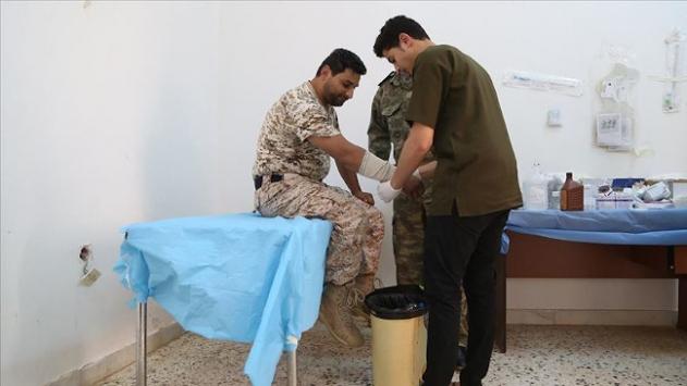 Libyada cephe hattında hayat kurtaran sağlık çalışanları da Hafterin hedefinde