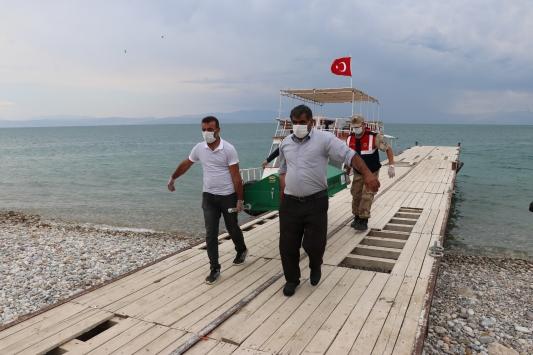 Van Gölünde teknenin batması sonucu kaybolan 2 kişinin daha cesedi bulundu