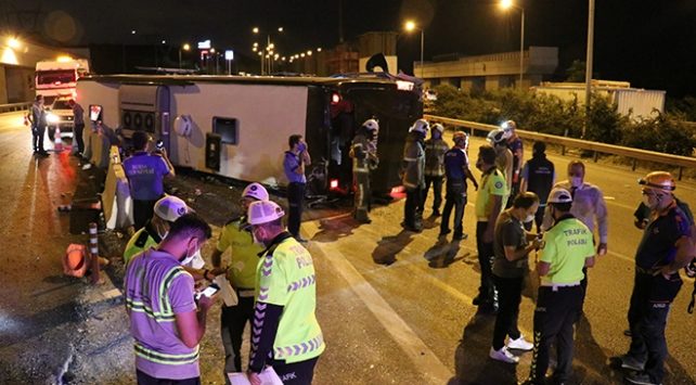 Bursada yolcu otobüsü devrildi: 1 ölü, 16 yaralı