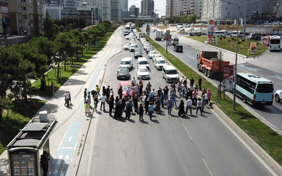 Protesto için TEM Bağlantı Yolunu trafiğe kapattılar