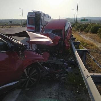 İzmirde ters yönden ilerleyen otomobil kazaya neden oldu: 1 ölü, 1 yaralı