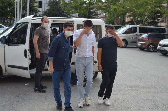 Afyonkarahisarda yüklü miktarda ziynet eşyası çaldıkları iddiasıyla 6 zanlı tutuklandı