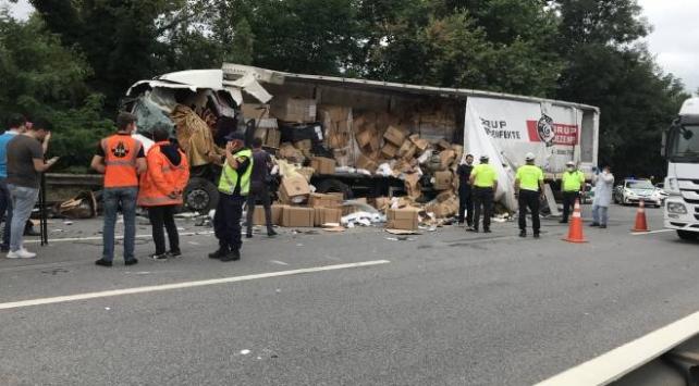 Anadolu Otoyolunda tır kamyona çarptı: 1 ölü, 1 yaralı