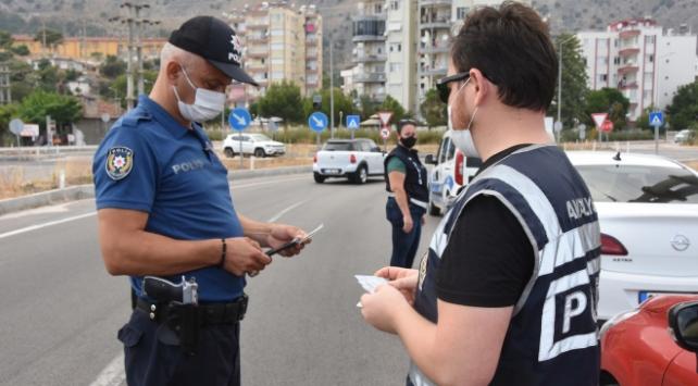 Antalyada çeşitli suçlardan aranan 90 kişi gözaltına alındı