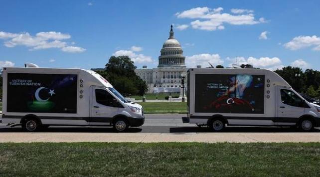 15 Temmuz, ilan kamyonları ve pankart taşıyan uçaklarla anlatıldı
