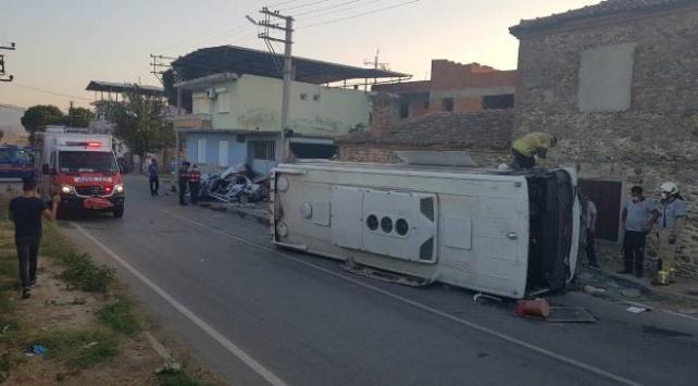 Otomobille minibüs çarpıştı: 1 ölü, 5 yaralı