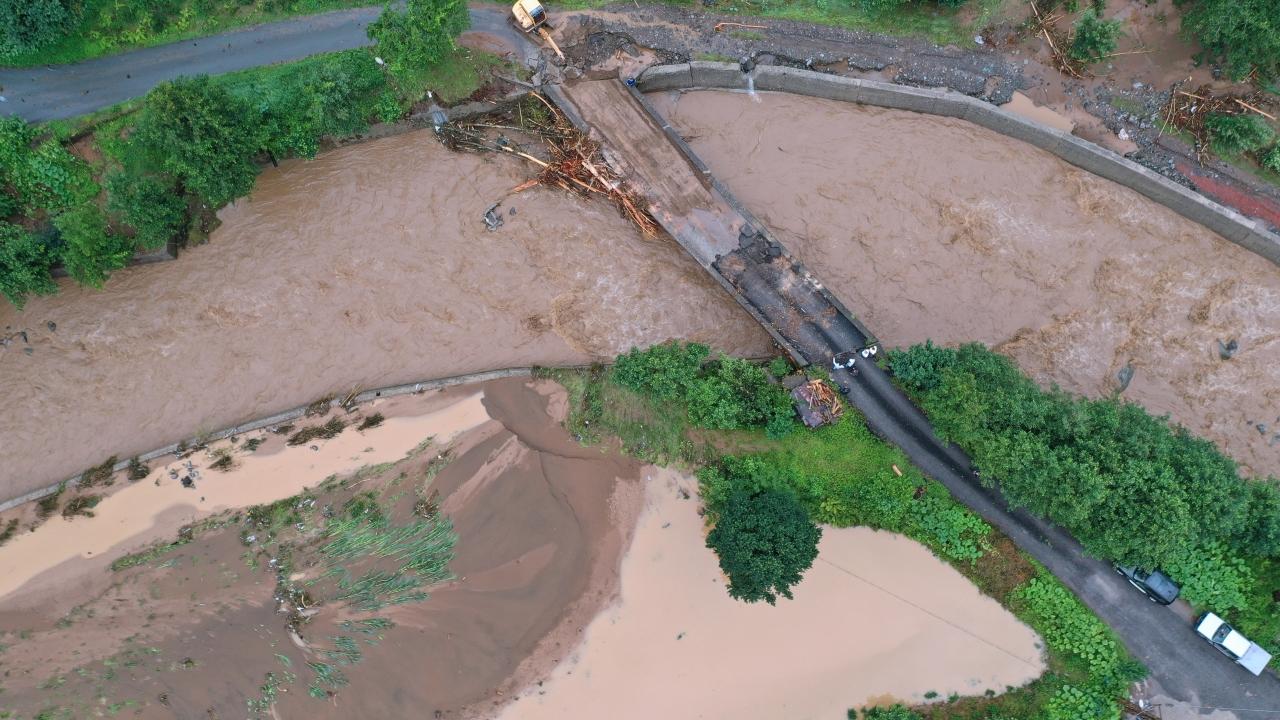 Rizedeki şiddetli yağışın ardından hasar tespit ve tahliye çalışmaları sürüyor