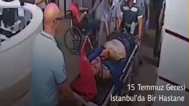 Bakan Koca'dan 15 Temmuz paylaşımı: Türk bayrağını elinden bırakmadı