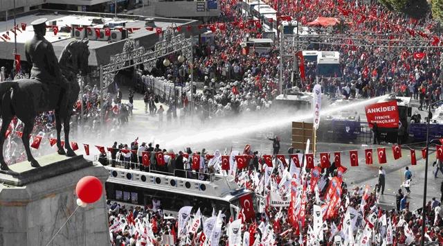 """Ankarada """"Yürüyüş"""" Gerginliği"""