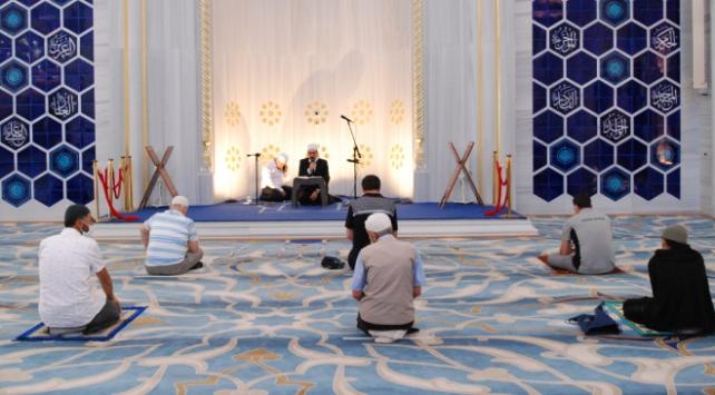 İstanbuldaki camilerde 15 Temmuz şehitleri için Kuran okundu