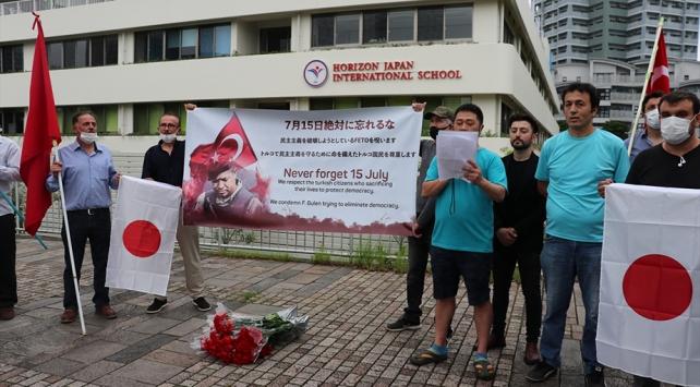 Japonyada FETÖnün sözde okulunun önünde protesto