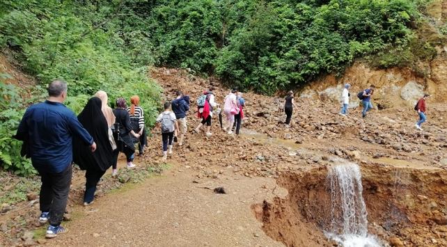 Rizede Ağaran Şelalesi bölgesinde mahsur kalan 41 kişi tahliye edildi