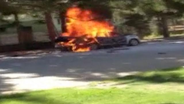 Piknik tüpü patladı, otomobil alev aldı