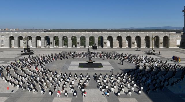 İspanyada koronavirüsten ölenler devlet töreniyle anıldı