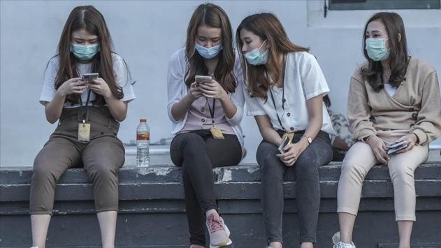 Bilim insanlarından çağrı: Aşı verilen genç gönüllüleri virüse maruz bırakalım
