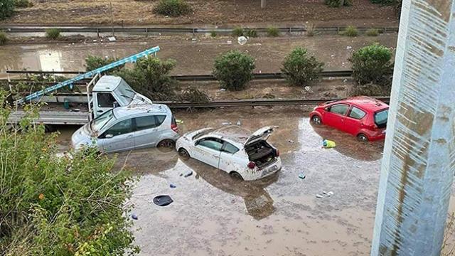 İtalya'nın Sicilya Adası'nda sel felaketi: 2 ölü