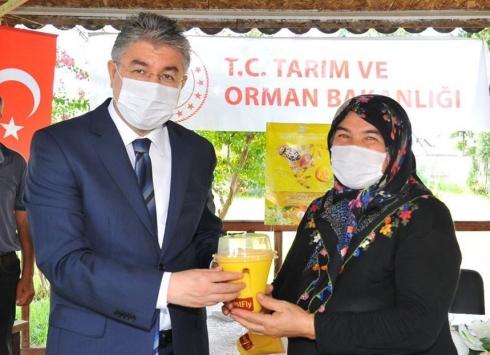 Osmaniyede üreticilere Akdeniz meyve sineği tuzağı dağıtıldı