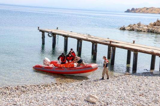 Van Gölünde teknenin batması sonucu kaybolan 3 kişinin daha cesedi bulundu