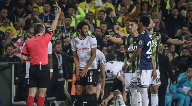 Beşiktaş ile Fenerbahçe arasında oynanan 21 maçta 139 kart çıktı