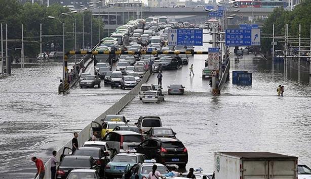 Çinde sel ve toprak kaymaları 14 can aldı