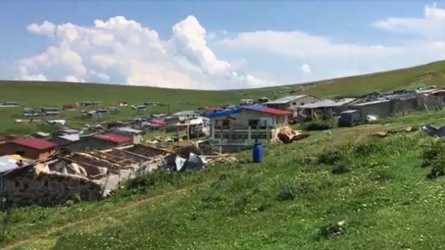 Artvin'de hortum ve fırtına etkili oldu: 15 ev zarar gördü