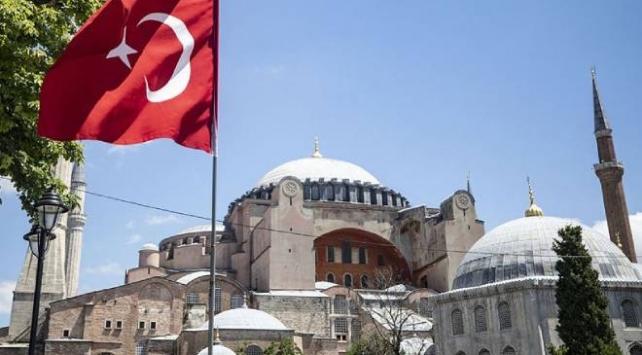 Katolik rahip Musellemden Türkiyeye Ayasofya övgüsü