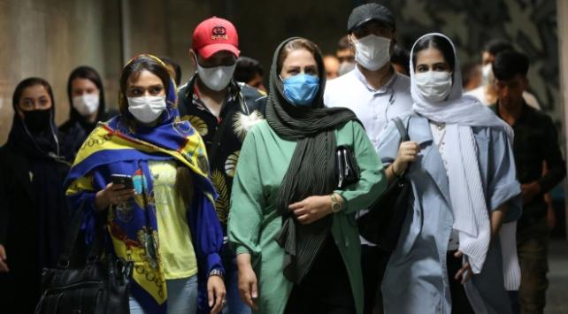 İranda COVID-19 nedeniyle toplantı düzenlemek yasaklandı