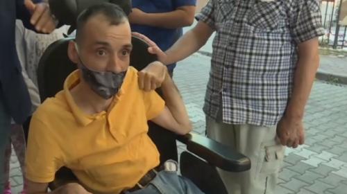 Engelli Ömer yeni akülü aracına kavuştu