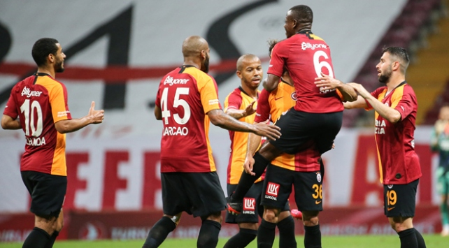 Galatasaray hasret dindirdi