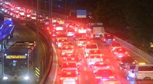 Haliç Köprüsündeki çalışma trafiği kilitledi