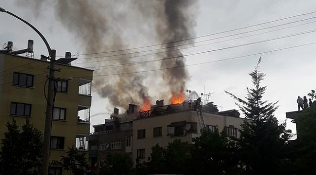 Trabzonda 6 katlı apartmanda yangın: Bina boşaltıldı