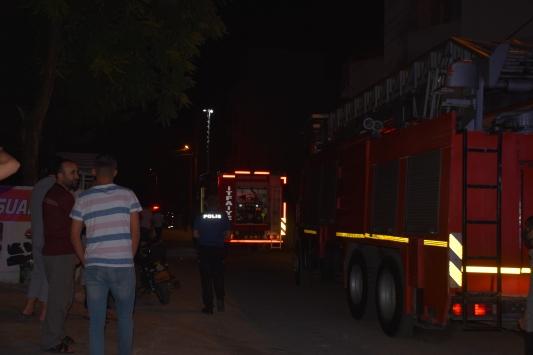 Adıyamanda ev yangınında 4 kişi dumandan etkilendi