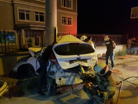 Bursada otomobil elektrik direğine çarptı: 3 ölü, 1 yaralı