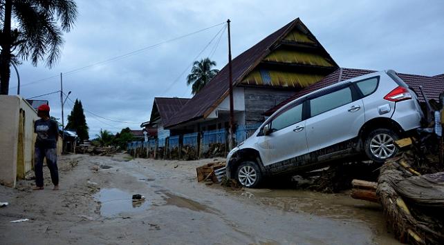 Endonezyadaki selde ölü sayısı artıyor