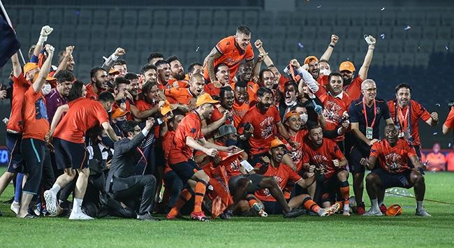 Medipol Başakşehir kötü başladı şampiyon bitirdi