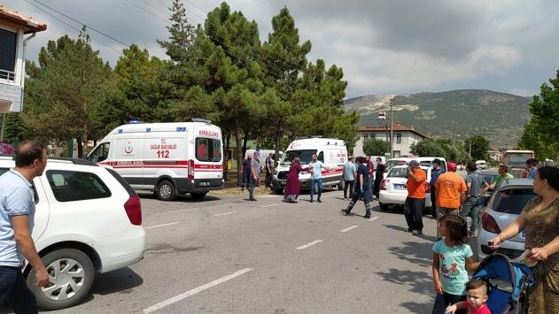 Sakaryada iki otomobilin çarpıştığı kazada 6 kişi yaralandı