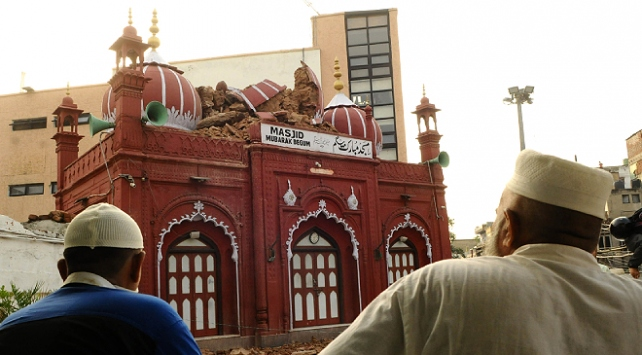 Muson yağmurları Yeni Delhideki tarihi camiye zarar verdi