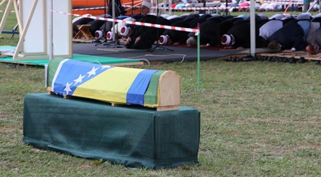 Bosna Hersekteki katliamın 6 kurbanı daha toprağa verildi