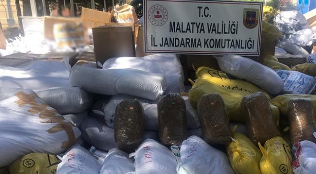 Malatyada kargo araçlarından 8,5 ton kaçak tütün çıktı