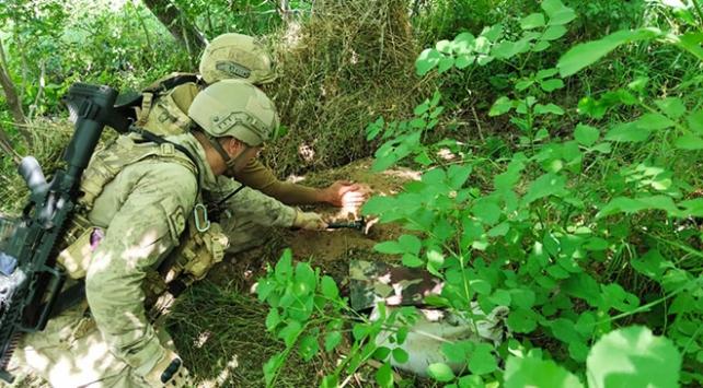 Yıldırım-2 Ciloda teröristlere ait silah ve mühimmat ele geçirildi